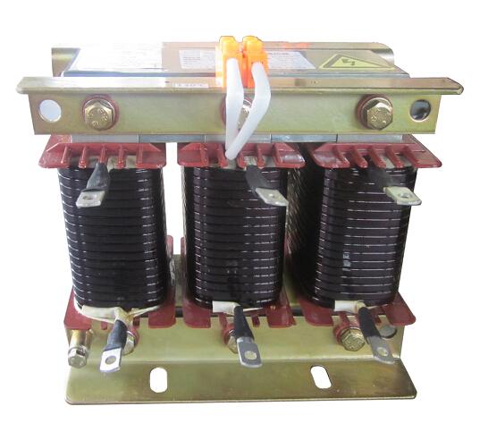 电抗器与电容器相串联后